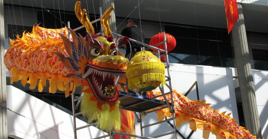 Installation du dragon à Bonlieu ©Paul Rassat
