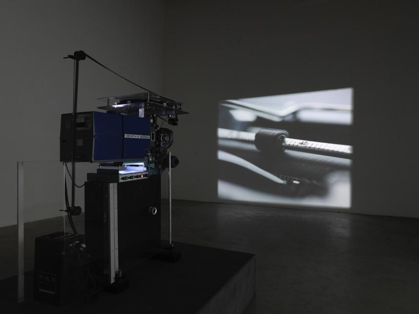 Rodney Graham. Rheinmetall/Victoria 8. 2003. Centre Pompidou (Photo André Morin)