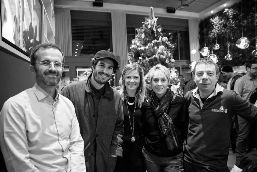De gauche à droite :  Mathieu Herrou (Directeur général ROCHEXPO), Gaylord Pedretti (Like That), Julie (Directrice Like This), Monsieur et Madame Éric Balleydier (concessionnaire ISUZU)
