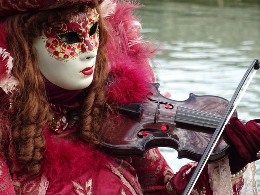 Musique, maestra!  - Carnaval Vénitien Annecy ©Paul Rassat