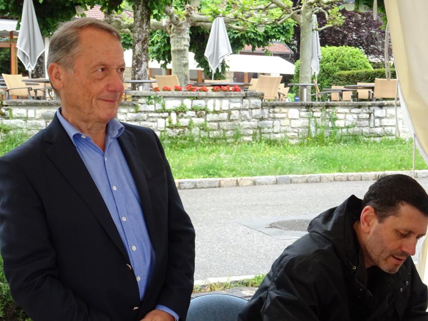 """Jean-Luc Barré, romancier et éditeur de Frédéric Martel dédicaçant """"Sodoma"""""""