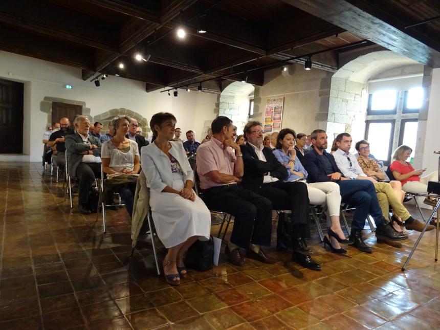 Parmi l'assemblée, Catherine et Vincent Pacoret ainsi qu'Annabel André Laurent