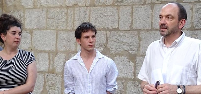 A droite, Lionel François lors d'un vernissage au Palais de l'Ile, avec Fabien Ducrot et Lucie Cabanes