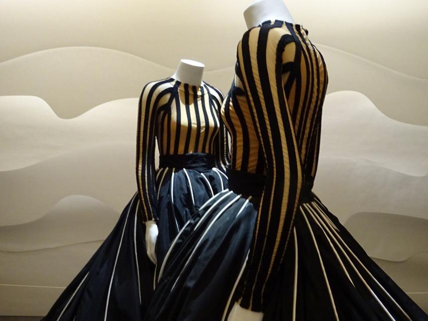 Costumes d'Hervé Leroux pour Rythme de valses, chorégraphie de R. Petit