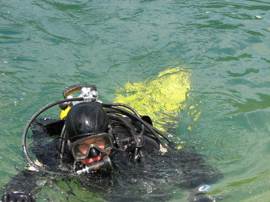 En baie de Talloires. 2017. Même les plongeurs suivent La Fête du Livre ©Paul Rassat
