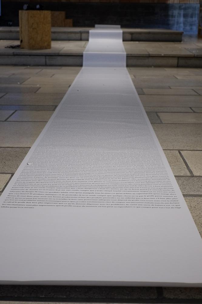 Quand le texte envahit l'espace physique et mental. Photo © Curiox Centre d'Art et de Rencontres. Ugine