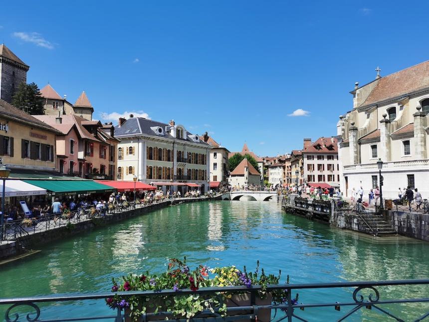 Le Palais de l'Isle, plongé dans le Thiou au coeur de la ville d'Annecy ©DR