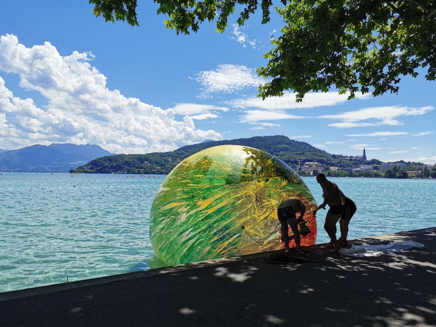 Installation des oeuvres pour Annecy Paysages 2020 ©Move-On Magazine