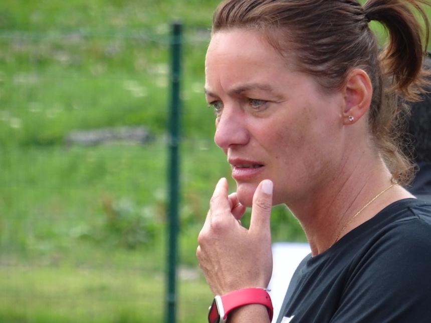 Corinne Diacre sur le terrain avec Les Étoiles du Sport à Tignes ©Paul Rassat