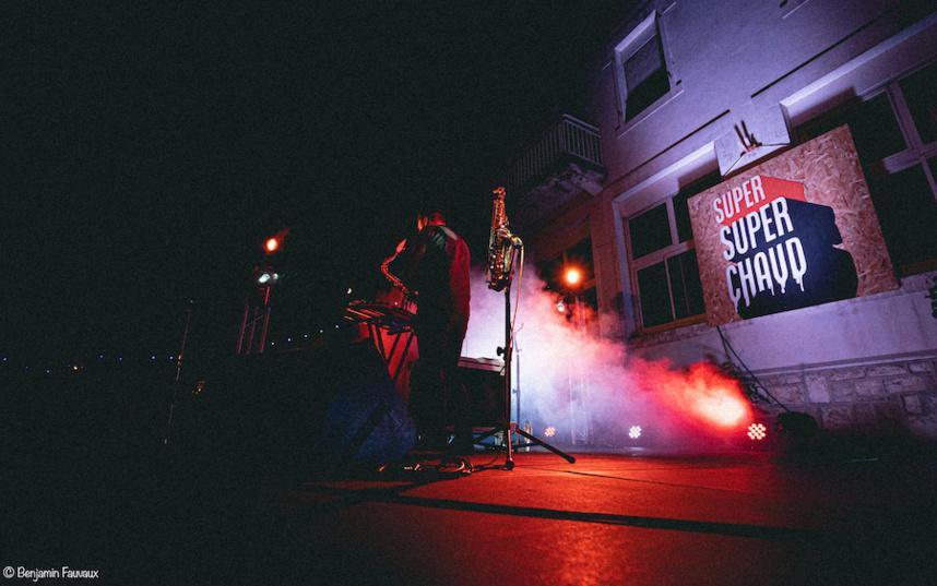 Human Pattern et son inséparable saxophone sur la scène de Super SuperChaud ©Benjamin Fauvaux