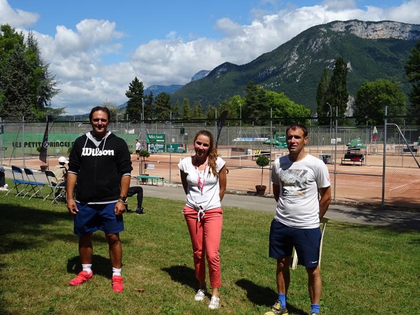 """La """"cheville ouvrière"""" du tournoi. Kevin Botti, entraîneur d'Annecy Tennis, Mauren Amélie, secrétaire du club, Wilfried Picque, bénévole. ©Paul Rassat"""