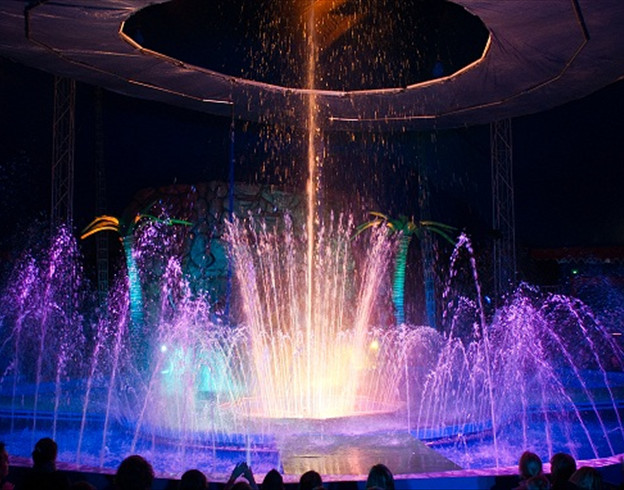 Les superbes Fontaines et jets d'eau / Copyright Le Grand Cirque Sur l'Eau