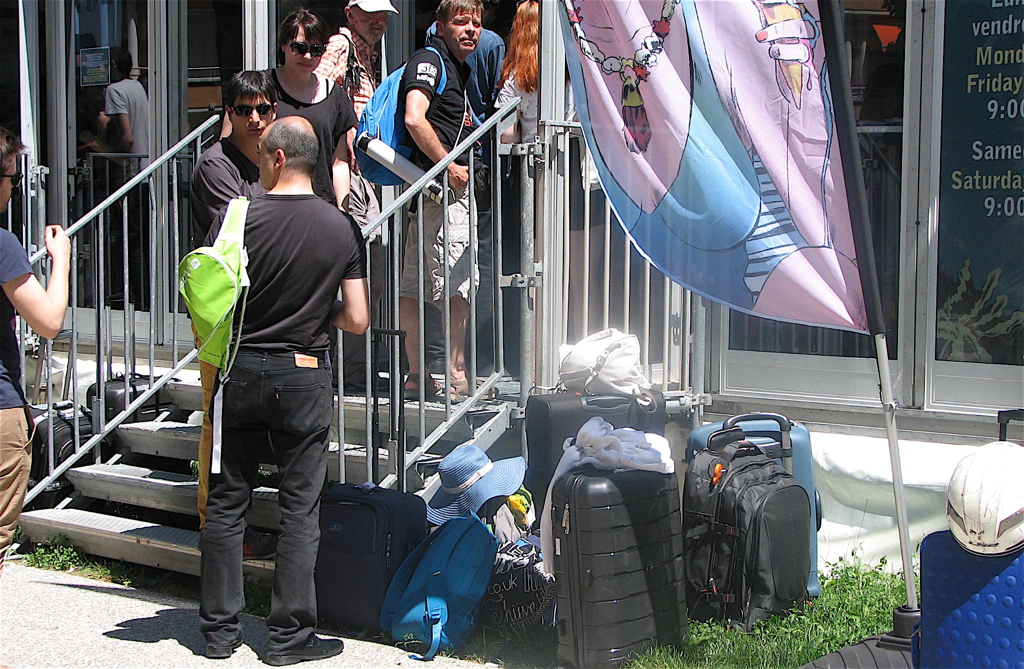Indispensable: la valise à roulettes ! ©Paul Rassat