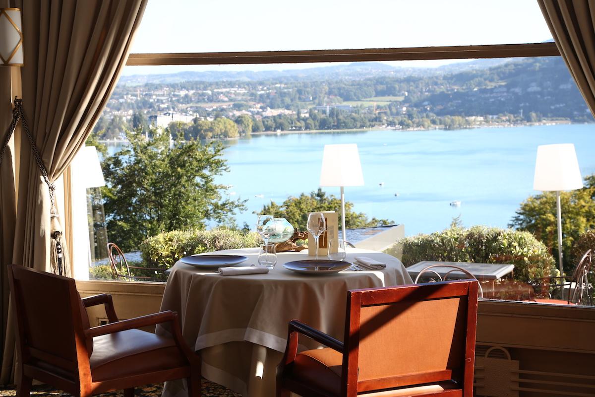 Vue du restaurant Les Trésoms Annecy ©Rassat