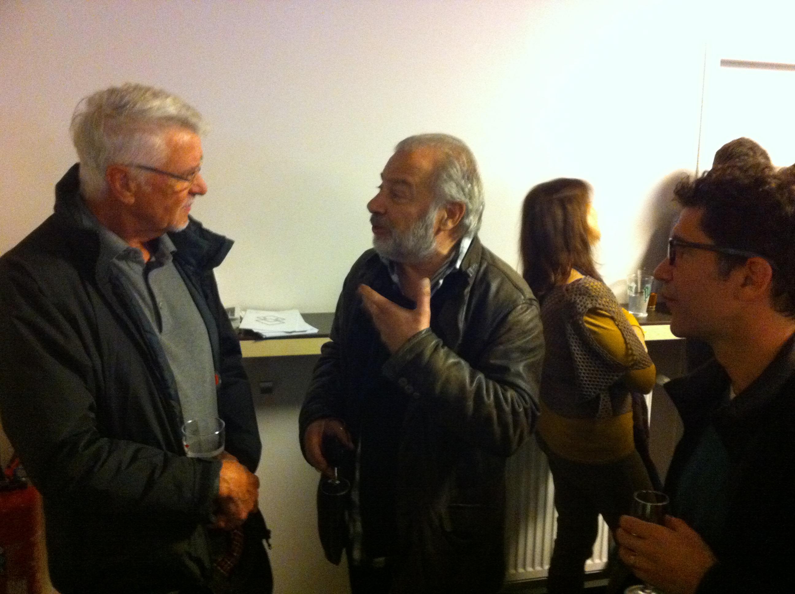 Aimé Jacquet avec l'un des acteurs après avoir parlé technique, esprit d'équipe et alchimie avec Cyril Teste