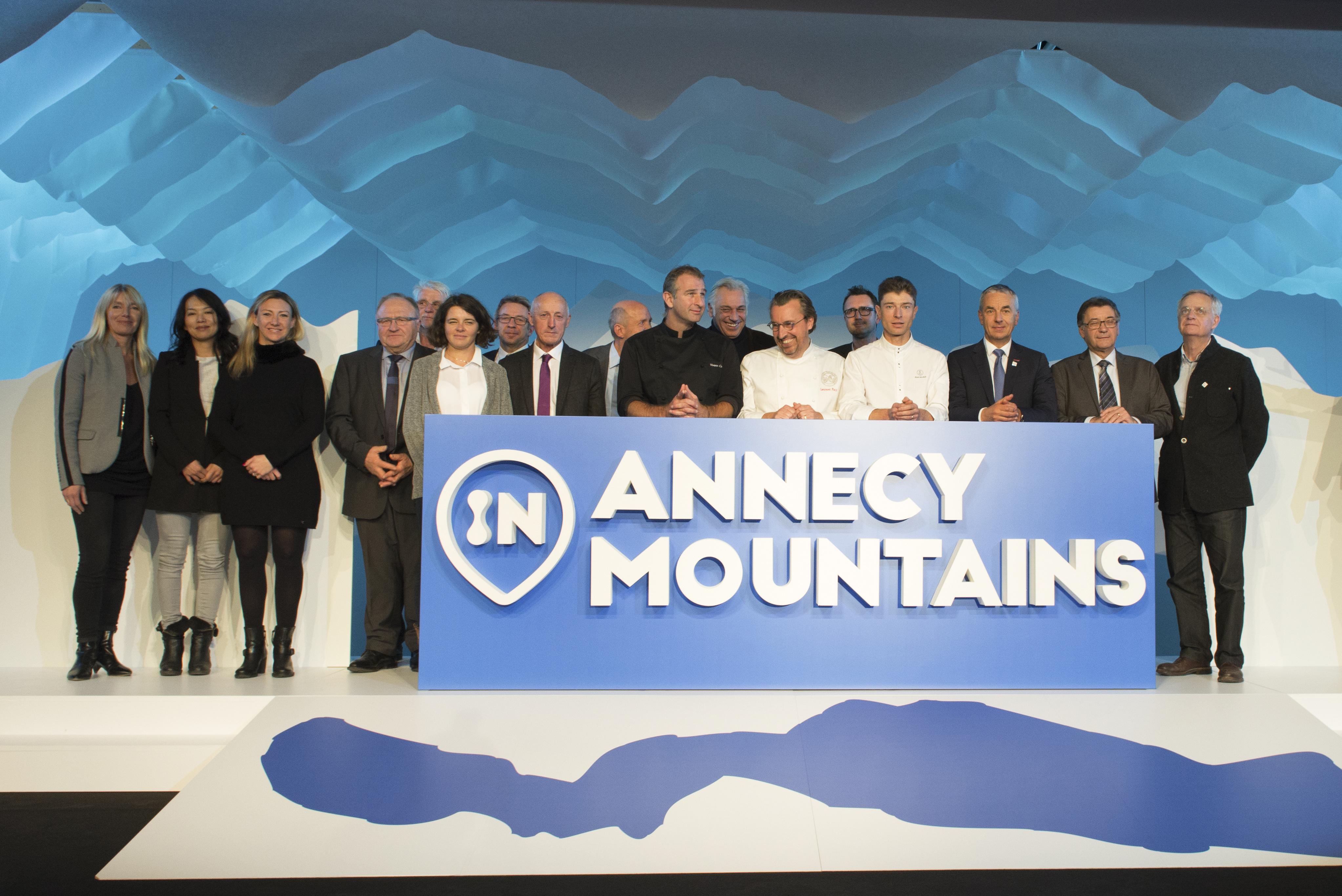 Photo officielle de la soirée de lancement. De gauche à droite: R.Monod Sjostrom, S.Fukuoka, C.Lucine, A.Vittoz, A.Jacquet, S. Becaert, L.Flasseur, G.Fournier, B.Fournier, Y.Conte, S.Thébaut, L.Petit, JB.Lissonde, J.Sulpice, JL.Rigaut, M.Coutin, C.Vermesch