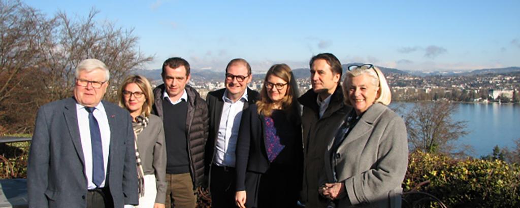 Véronique et Pasacal Droux (au centre) avec les élus ©Damien Tiberio