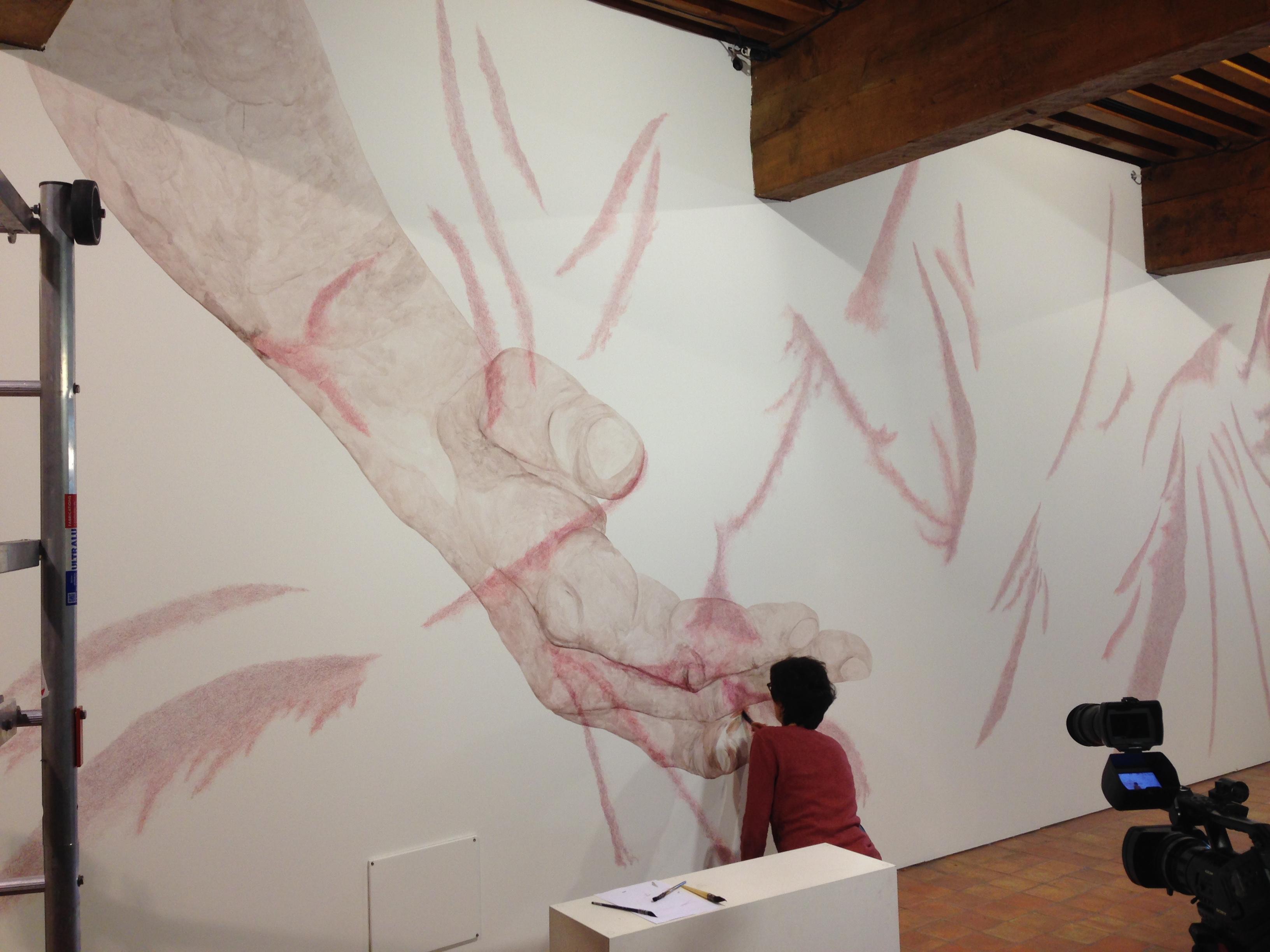 Patricia Cartereau à l'oeuvre. Résidence Château Annecy 2015.© musée Annecy