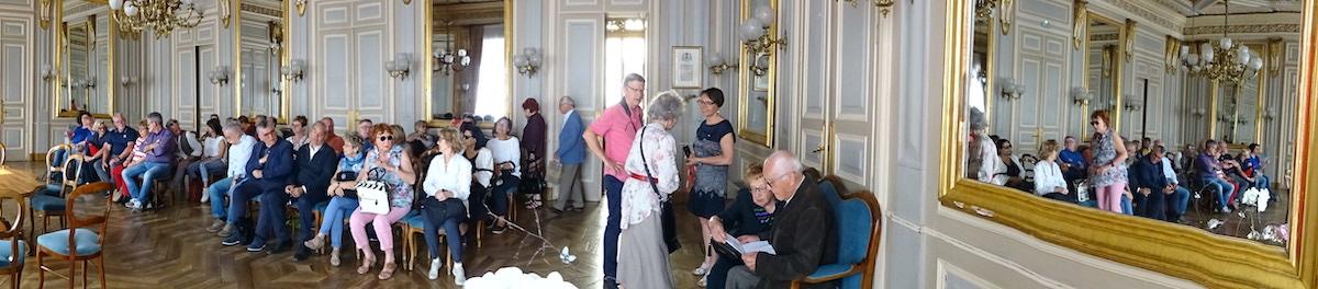 Dans la salle des mariages de la mairie d'Annecy