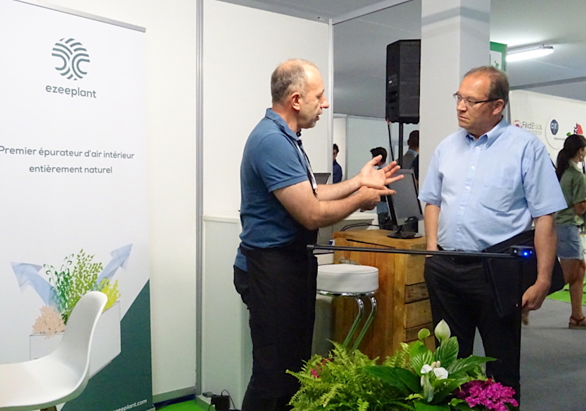 Jean-Philippe Martinet (à gauche). Le jardinier et la technologie au service de l'écologie
