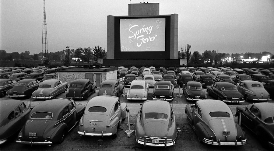 Un cinéma en plein air version drive-in vintage ©DR