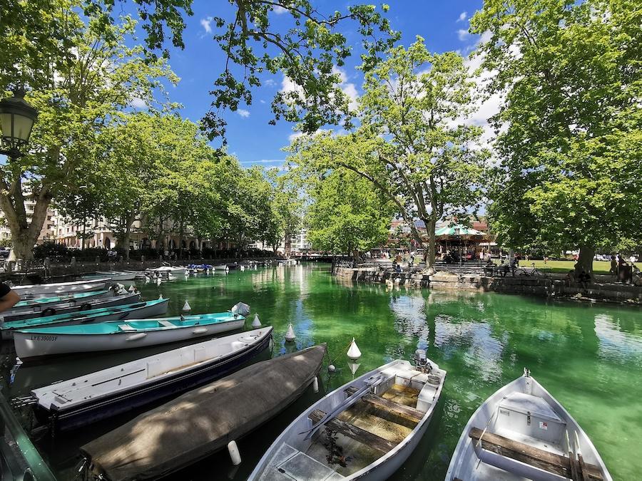 """Annecy, ses barques et le manège Dufaux dit """"Manège du Paquier"""" ©DR"""