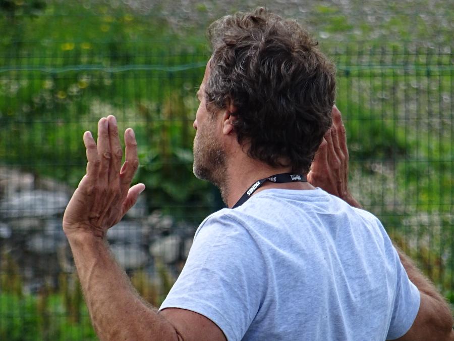 Fabien Galthié sur le terrain avec Les Étoiles du Sport à Tignes ©Paul Rassat
