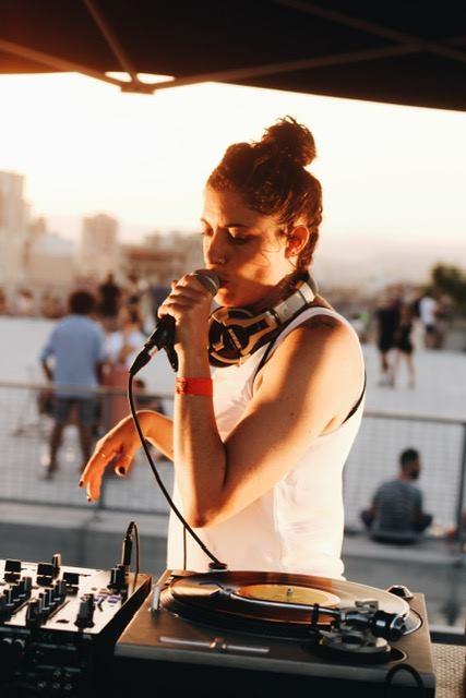 """Erica Lippert alias DJ Carie """"Super Super Chaud"""" Événement Rêvassons ©DR"""