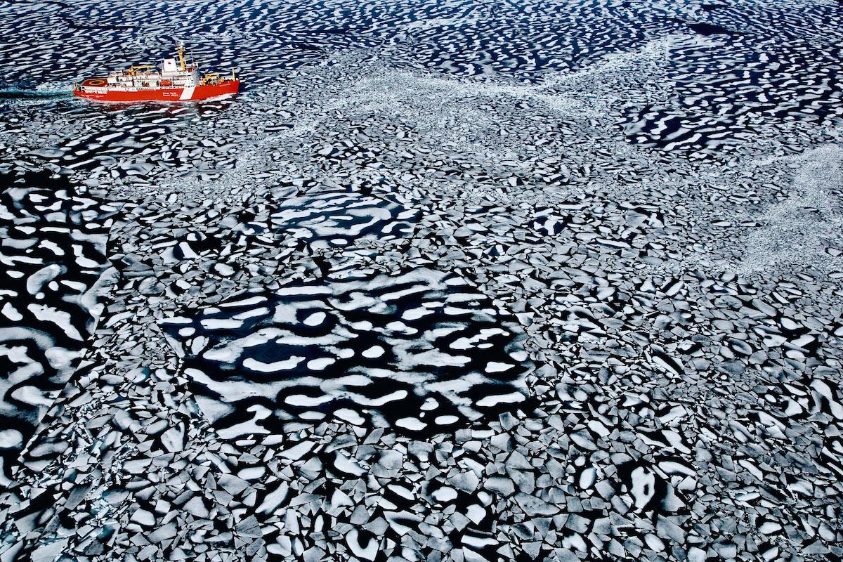 Brise-glace Louis Saint Laurent dans Resolute Bay, Territoire de Nunavut, Canada ©Legacy