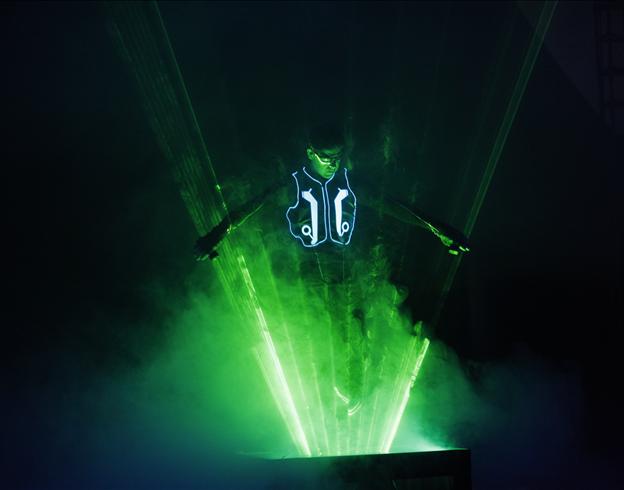 Légende du système Dagoba L'Homme Laser / Copyright Cirque Medrano