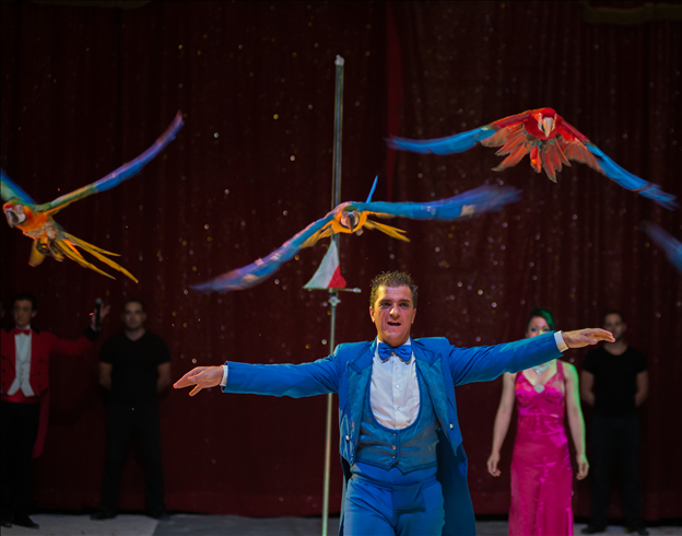 Légende indienne-Les virevoltants perroquets de Juan Guttierez / Copyright Cirque Medrano