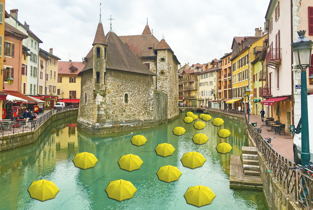 Yellow floating flowers ©Emmanuele Panzarini